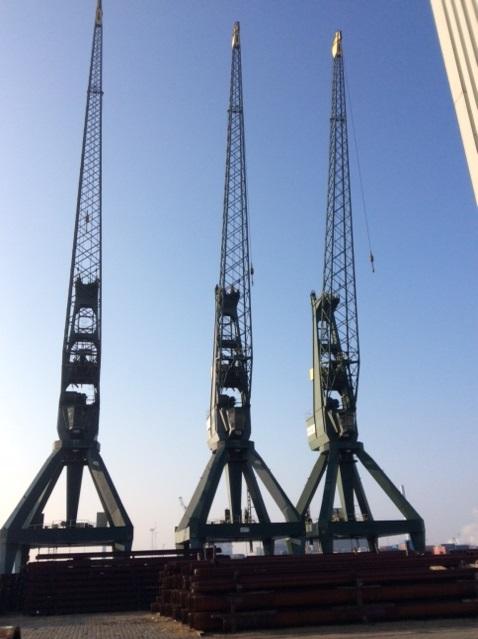 2 Stukgoed Kranen 35-tonners te koop