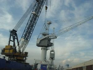 Drie rail kranen 35 tons