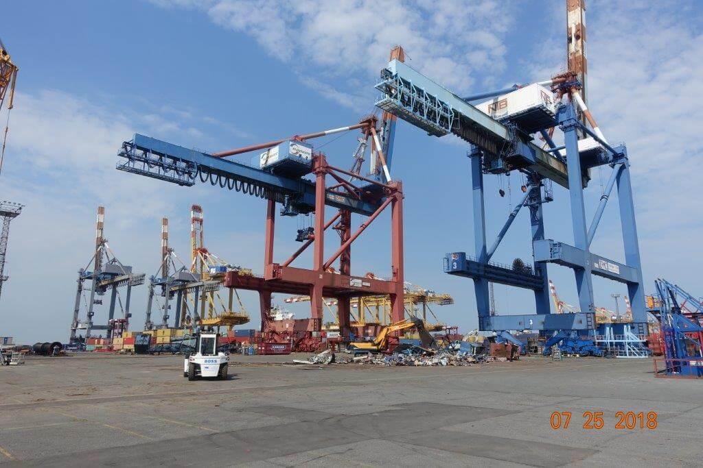 5 ZPMC container kranen demonteren